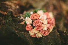 De rozenboeket van het de lentehuwelijk Stock Afbeelding