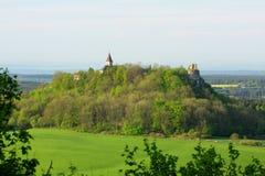 De ruïne van het kasteel op heuvel Royalty-vrije Stock Afbeelding