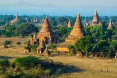 De ruïne van oude tempel in Bagan City tijdens zonsondergang, Myanmar Royalty-vrije Stock Fotografie
