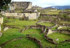 De Ruïnes binnen de Archeologische Plaats van Kuelap met veel van Oude Steen om Huizen, Amazonas-Gebied in Noordelijk Peru stock afbeeldingen