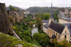De Ruïnes en Catherdral van Luxemburg Fortess stock afbeeldingen