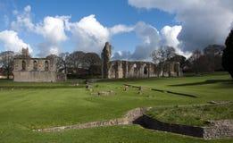 De Ruïnes en de gronden van de Abdij van Glastonbury stock foto