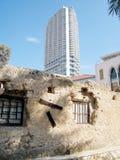 De ruïnes en wolkenkrabber 2011 van tel. Aviv Neve Tsedek Stock Foto