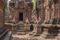 De ruïnes van Banteaysrei bij de historische ruïnes van Angkor Wat Stock Afbeelding