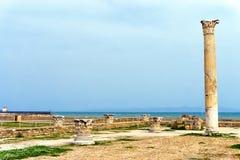 De Ruïnes van Carthago met Overzeese Achtergrond, Tunesië stock foto