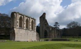 De Ruïnes van de Abdij van Glastonbury stock afbeeldingen