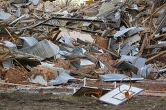 De ruïnes van de basketbalrugplank adn van het oude baksteengebouw Royalty-vrije Stock Foto's