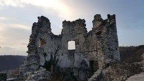 De ruïnes van de kasteeltoren van oude stad Samobor Kroatië bij zonsondergang Royalty-vrije Stock Afbeelding