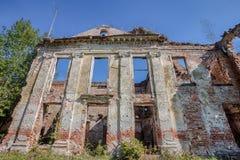 De ruïnes van de oude manor Stock Foto