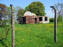 De ruïnes van de pakhuizen van het kampvoedsel - KL Plaszow Stock Afbeeldingen