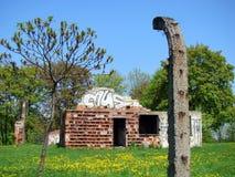 De ruïnes van de pakhuizen van het kampvoedsel - KL Plaszow Stock Afbeelding