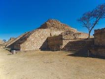 De ruïnes van de piramides in Monte Alban Royalty-vrije Stock Foto's