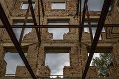 De ruïnes van een oud geruïneerd gebouw Sluit omhoog Royalty-vrije Stock Foto's
