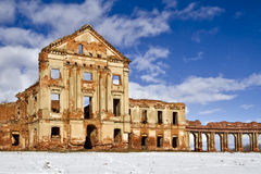 De ruïnes van een oud kasteel Royalty-vrije Stock Afbeeldingen
