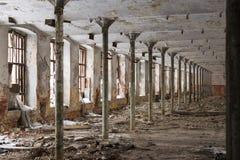 De ruïnes van een verlaten fabriek Stock Foto
