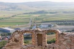 De ruïnes van een vesting op een mooie de lentedag Stock Fotografie
