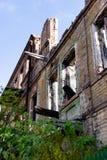 De ruïnes van gebrand onderaan oud huis Dnipro, de Oekraïne, November 2018 royalty-vrije stock afbeeldingen