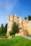 De ruïnes van het Beaufortkasteel in Luxemburg Stock Foto's