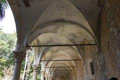 De ruïnes van het Benedectneklooster in Lokrum-eiland stock foto's