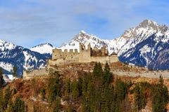 De Ruïnes van het Ehrenbergkasteel in Reutte, Tirol, Oostenrijk royalty-vrije stock foto's