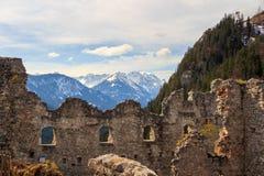 De Ruïnes van het Ehrenbergkasteel in Reutte, Tirol, Oostenrijk royalty-vrije stock afbeeldingen