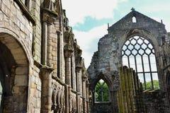 De ruïnes van het Holyroodhousepaleis Stock Foto's