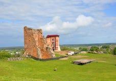 De ruïnes van het kasteel in de stad van Novogrudok wit-rusland Stock Afbeelding