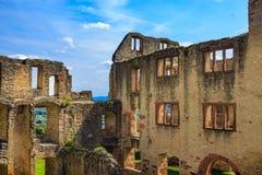 De ruïnes van het kasteel Landskrone in Oppenheim in Rheinhessen royalty-vrije stock foto's