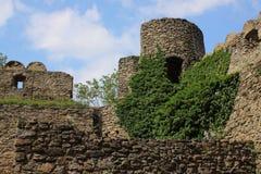 De ruïnes van het kasteel op de heuvel Chojnik dichtbij Ra ³ van Jelenia GÃ royalty-vrije stock foto