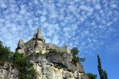 De ruïnes van het kasteel op klip Stock Foto