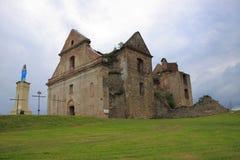 De ruïnes van het klooster van de Ongeschoeide Carmelite Vaders in Zagà ³ rze dichtbij Sanok (Polen, Podkarpackie-Provincie) Royalty-vrije Stock Afbeelding