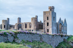 De ruïnes van het Slainskasteel in Peterhead Stock Afbeelding