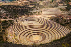 De ruïnes van Morayinca De landbouwterrassen van Incan in Moray stock foto