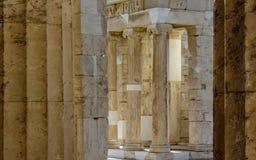 De ruïnes van de oude Akropolis van Athene in zonnige de zomerdag met blauwe hemel, Griekenland, Europa stock afbeeldingen