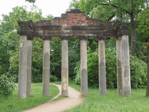 De ruïnes van Siebensaeulen in Dessau Duitsland Stock Foto's