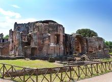 De ruïnes van villaadriana van een keizervilla van Adrian in Tivoli dichtbij Rome Royalty-vrije Stock Afbeeldingen