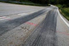 De rubbersporen van de raceauto's royalty-vrije stock foto's