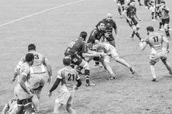 De rugbyspelers van Valentie D ` Agen en SAXV spelen elke anderen bij Chanzy-stadion in Soyaux, Frankrijk royalty-vrije stock foto