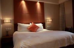 De ruimte of de slaapkamer van het hotel Stock Foto