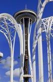 De ruimte Naald overspant Blauwe Hemelen Seattle Washington Stock Afbeeldingen