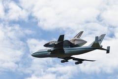 De ruimte Ontdekking van huttle - de Vliegtuigen van de Carrier van de Pendel Stock Afbeelding