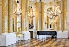 De ruimte van de bal met piano. Royalty-vrije Stock Foto's