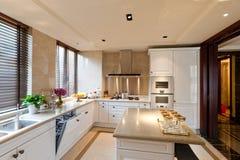 De ruimte van de keuken met wit royalty-vrije stock foto