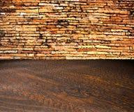 De ruimte van het de bakstenen muurbinnenland van Grunge Royalty-vrije Stock Foto's