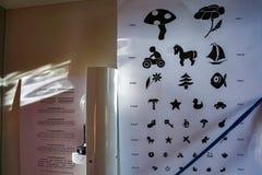 De ruimte van het oogonderzoek voor kinderen stock afbeelding