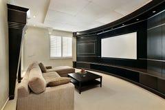 De ruimte van het theater met het brede scherm Stock Afbeeldingen