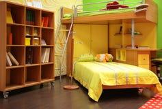 De ruimte van kinderen met tweepersoonsbed Royalty-vrije Stock Afbeelding