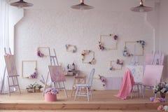 De ruimte van kunstsudio stock afbeeldingen