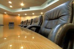 De ruimtelijst van de raad in conferentieruimte stock afbeelding