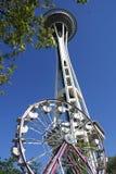 De Ruimtenaald en Ferris Wheel van Seattle Stock Afbeelding